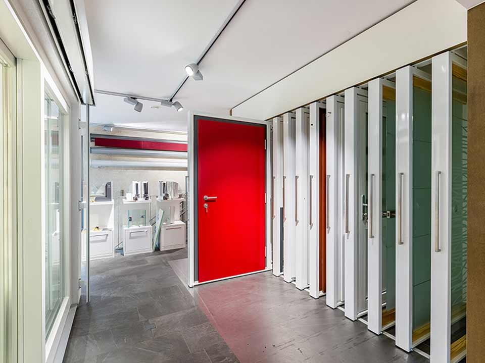 X Ausstellungssystem für Türen und Fenster