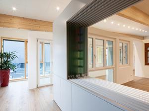 Ausstellungsraum gestalten & Showroom Einrichtung - Ausstellungssysteme für Glas   ShowMotion